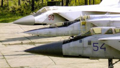 МиГ 31 Б, МиГ 25ПУ и МиГ 31