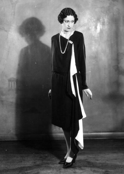Solosigns dress, April 1927 #1920s #fashion #black #dress