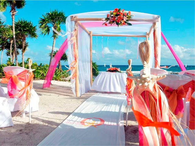 DECORACIÓN DE UNA BODA EN LA PLAYA