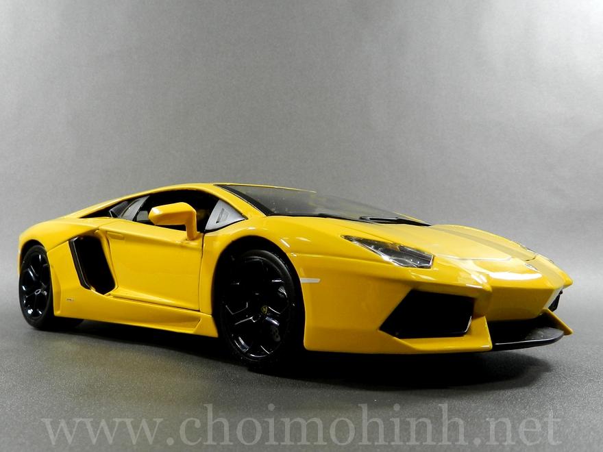 Lamborghini Aventador 1:18 bBurago Yellow