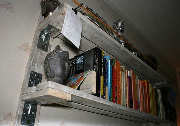 Sencilla estanter a para poner tus libros - Estanterias con palet ...