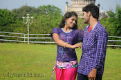 Nuvvena Adi Nivvena Movie Stills-thumbnail-5