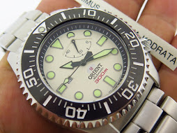 ORIENT DIVER 300M WHITE DIAL PROFESSIONAL SATURATION DIVING WATCH - AUTOMATIC POWER RESERVE