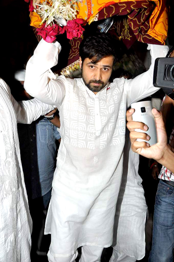 Emraan visits Mahim Dargah on occasion of Eid