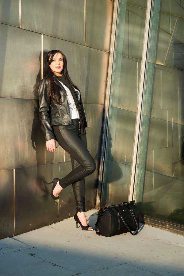 look do dia , jaqueta preta, jaqueta de couro, calça zara, calça de couro ,  camiseta primark , moda , shirley medeiros , super presumida , bolsa primark , bolsa preta , sapato preto  com dourado , bilbao, colar h&m , max colar , colar de couro , acessorios  de couro