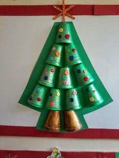 manualidades sencillas arbol de navidad con material reciclado