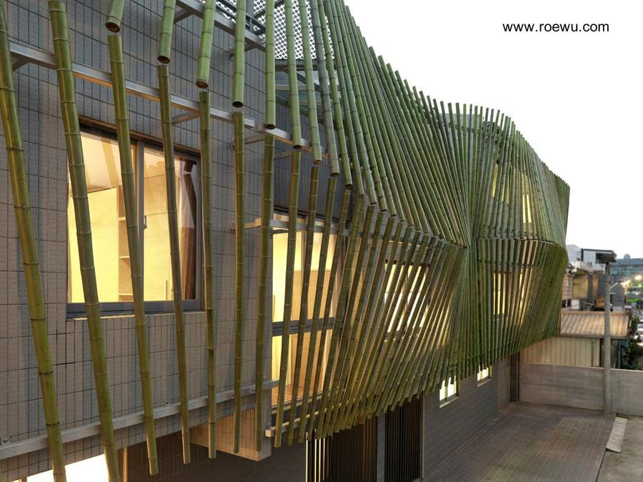 Cortina de cañas de bambú en la fachada de la casa de Taiwan