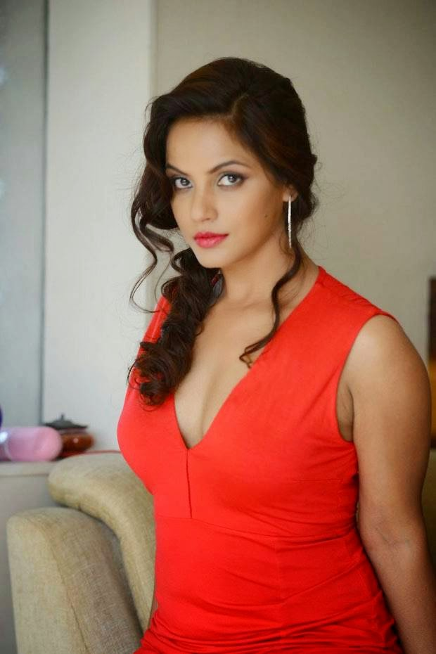 Actress Neethu Chandra Unseen Stills