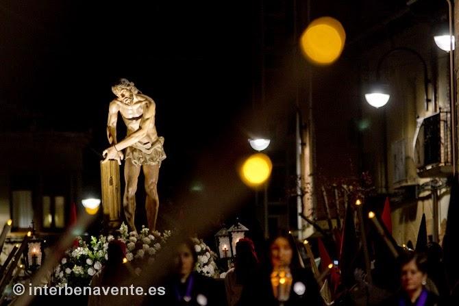 http://interbenavente.es/not/11217/procesion-de-silencio-y-devocion-en-las-calles-de-benavente/