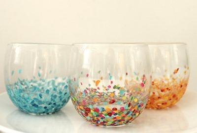 vasos decorativos con confeti y lentejuelas