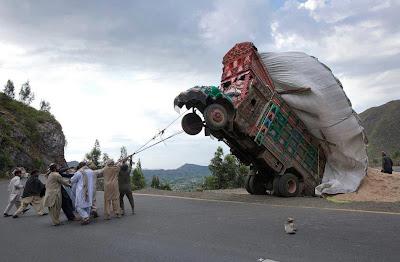 truck-overloaded-Pakistan