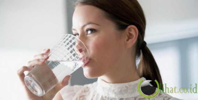 Pilih Air Putih Ketimbang Teh Manis