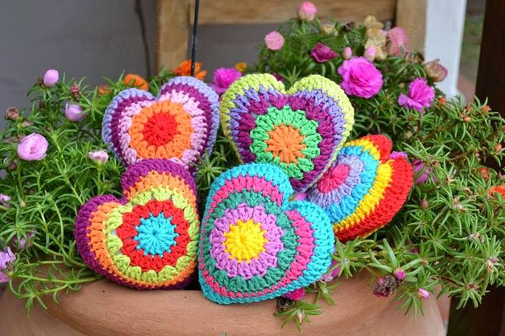 tejidos artesanales en crochet: corazones tejidos en crochet