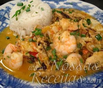 receita deliciosa de caldeirada de frutos do mar para uma refeição saudável