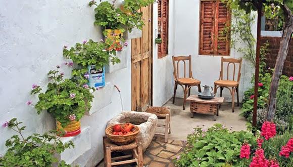 In en om die huis tuin vir tee en boeklees al is dit piepklein - Huis idee ...