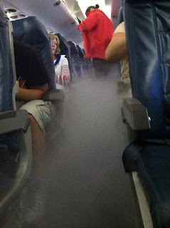 Smoke fills a Delta Airlines flight from New York [Photo: Reddit]