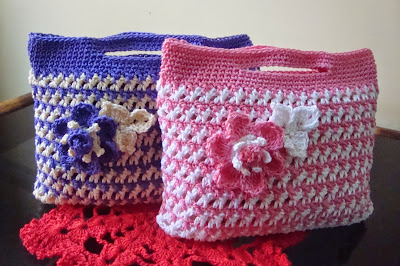 Crochet Small Bag : ... would make a great little makeup bag, change purse, or small clutch