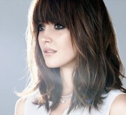 Model rambut sebahu wanita