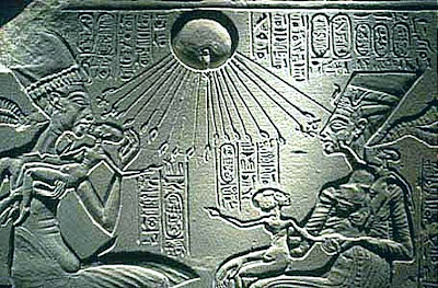 Akhentan and Nefertiti with their children