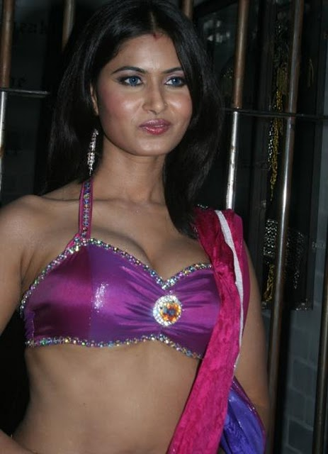 savitha bhabhi hot photo gallery divya diwedi hot savitha bhabhi sexy ...