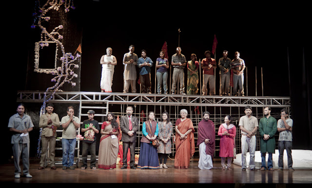 The entire team on the stage. The play has made me think. It raises issues and each character brings out various faces of our society. If you like watching plays, I recommend this one to you. For more details, check out: http://rangkarm.wordpress.com/2011/09/27/national-school-of-drama-repertory-company-presents-hamara-shahar-us-baras