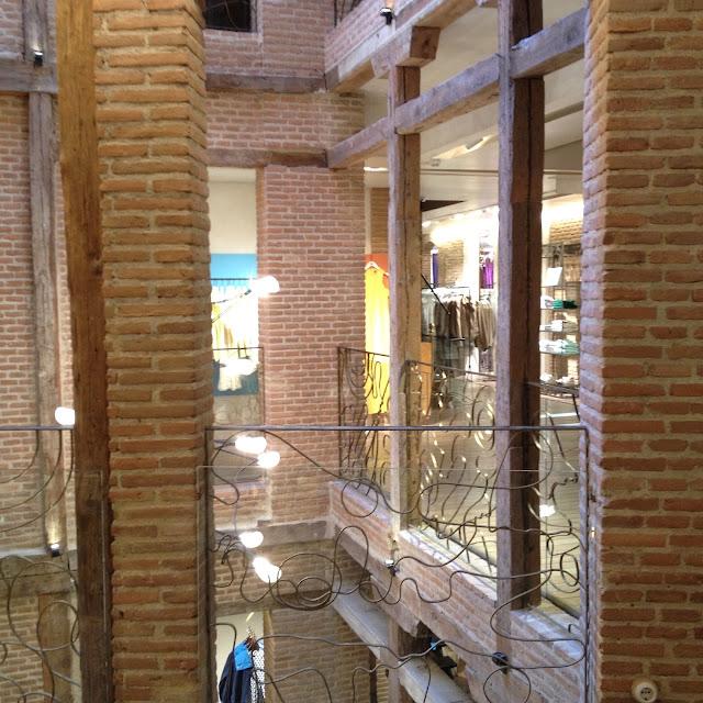 Adolfo Dominguez Flagshipstore Serrano U Madrid Barrio Salamanca Estamostendenciados Tienda Moda ropa Cafetería