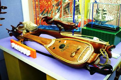 salah satu alat musik kebanggaan daerah bangka adalah dambus dambus
