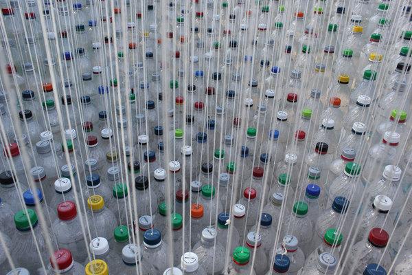 Garth Britzman garrafas plástico toldo