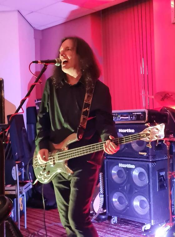 Warwick Streamer Chrome Tone bass