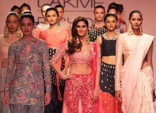 Actress Model Vaani Kapoor Latest Pictures in Stylish Dress at Lakme Fashion Week 2014  18)