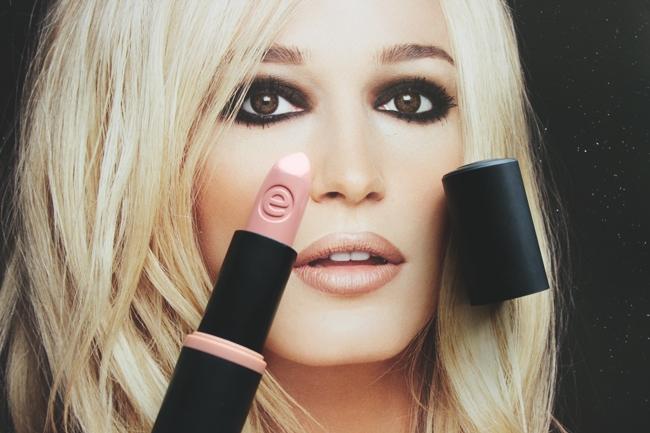 Essence Longlasting lipstick in Nude love (11)