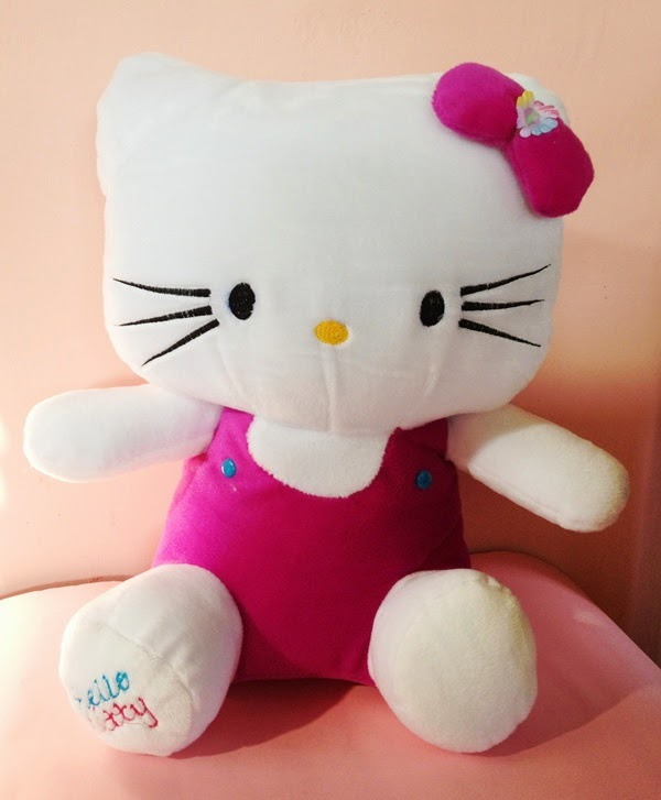 Gambar boneka hello kitty pink gratis