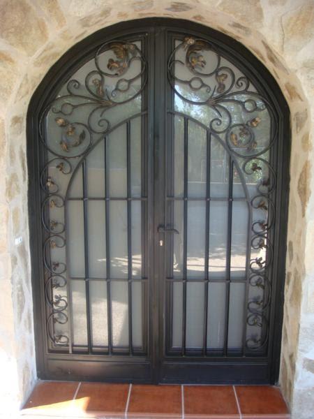 Cerrajeria ramajo puertas de hierro forjado for Modelos de puertas de garaje