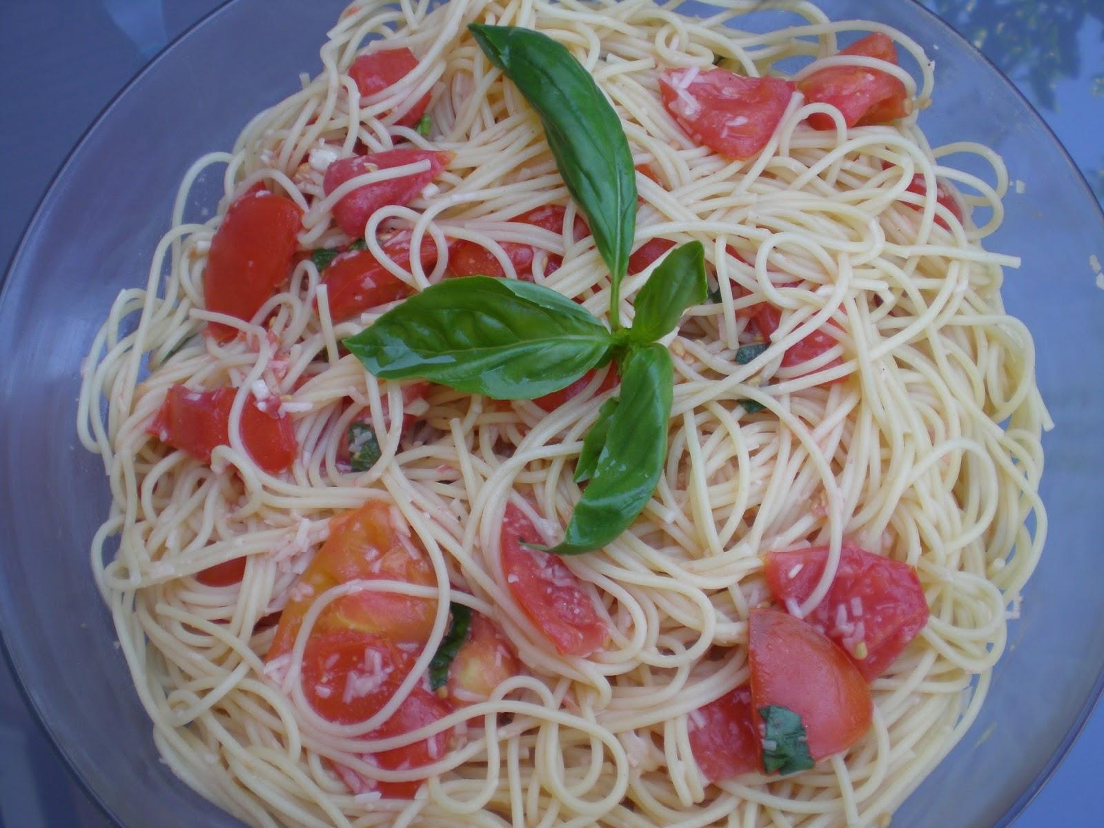 Hausfrau sommergartenpasta spaghetti mit roher tomatensauce for Ina garten summer garden pasta