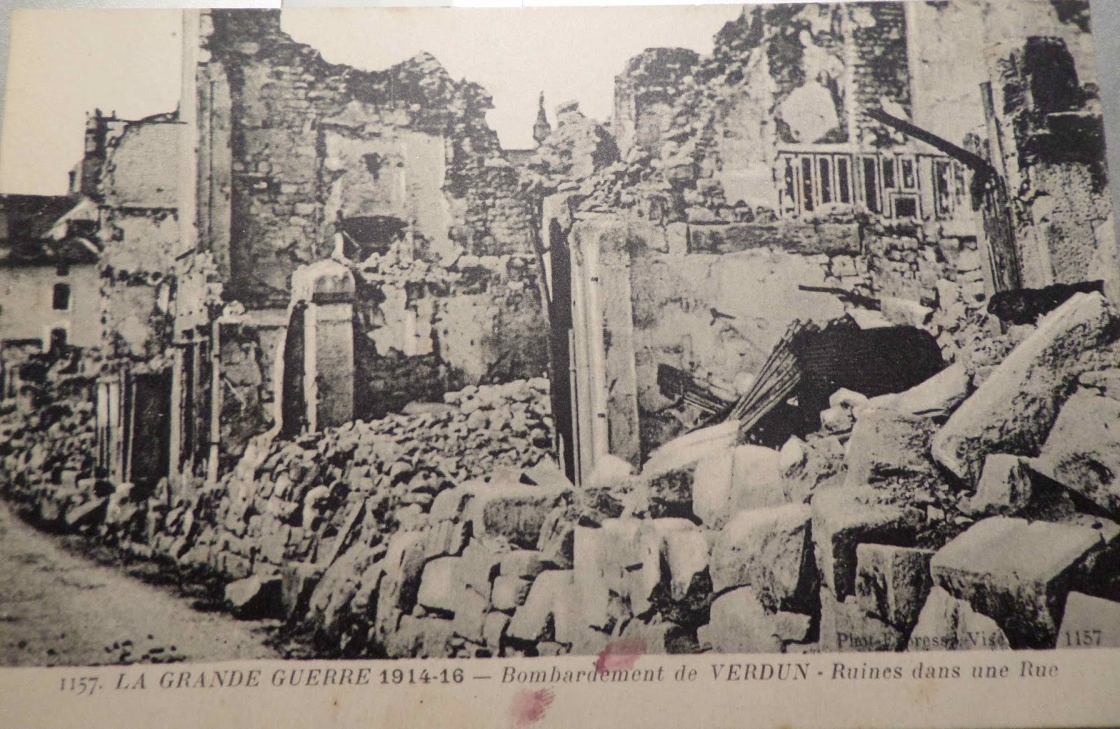 battle of verdun essay French soldier's diary from the battle of verdun, 23 may 1916  closure  assessment – essay / dbq: explain in detail the battle of verdun, german and  french.
