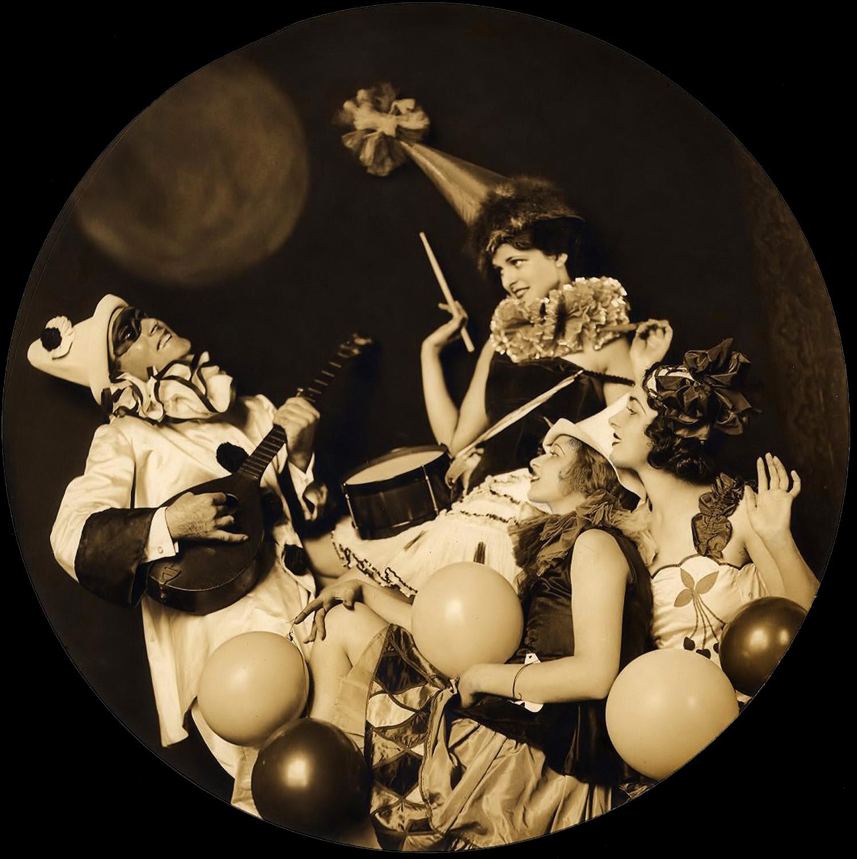 http://1.bp.blogspot.com/-4Eyq6gfSMuU/TV7oq6Q_BYI/AAAAAAAABio/LyBx0C8Pqw4/s1600/Ziegfeld+Girls2_022.jpg