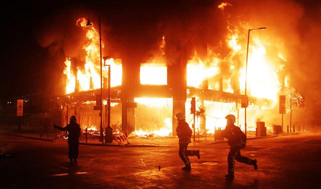 Sobre los disturbios en Inglaterra