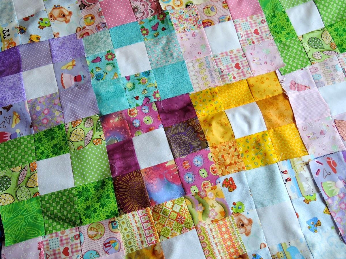 разноцветные блоки в лоскутном одеяле