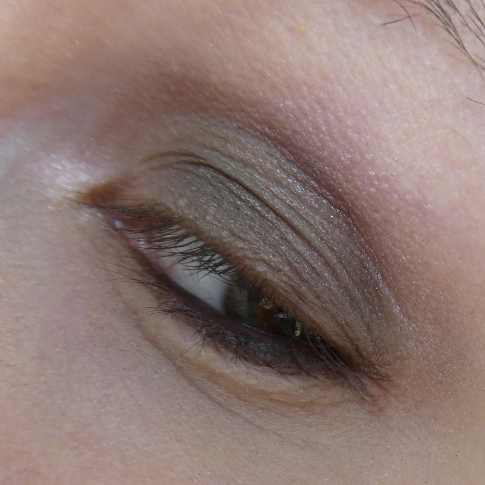 Как правильно и ровно рисовать стрелки на глазах: пошаговое 30