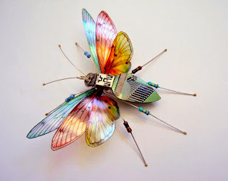 Colección de Insectos con Piezas Electronicas Recicladas