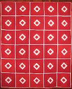As many of you know I love the color red. This wonderful traditional quilt .