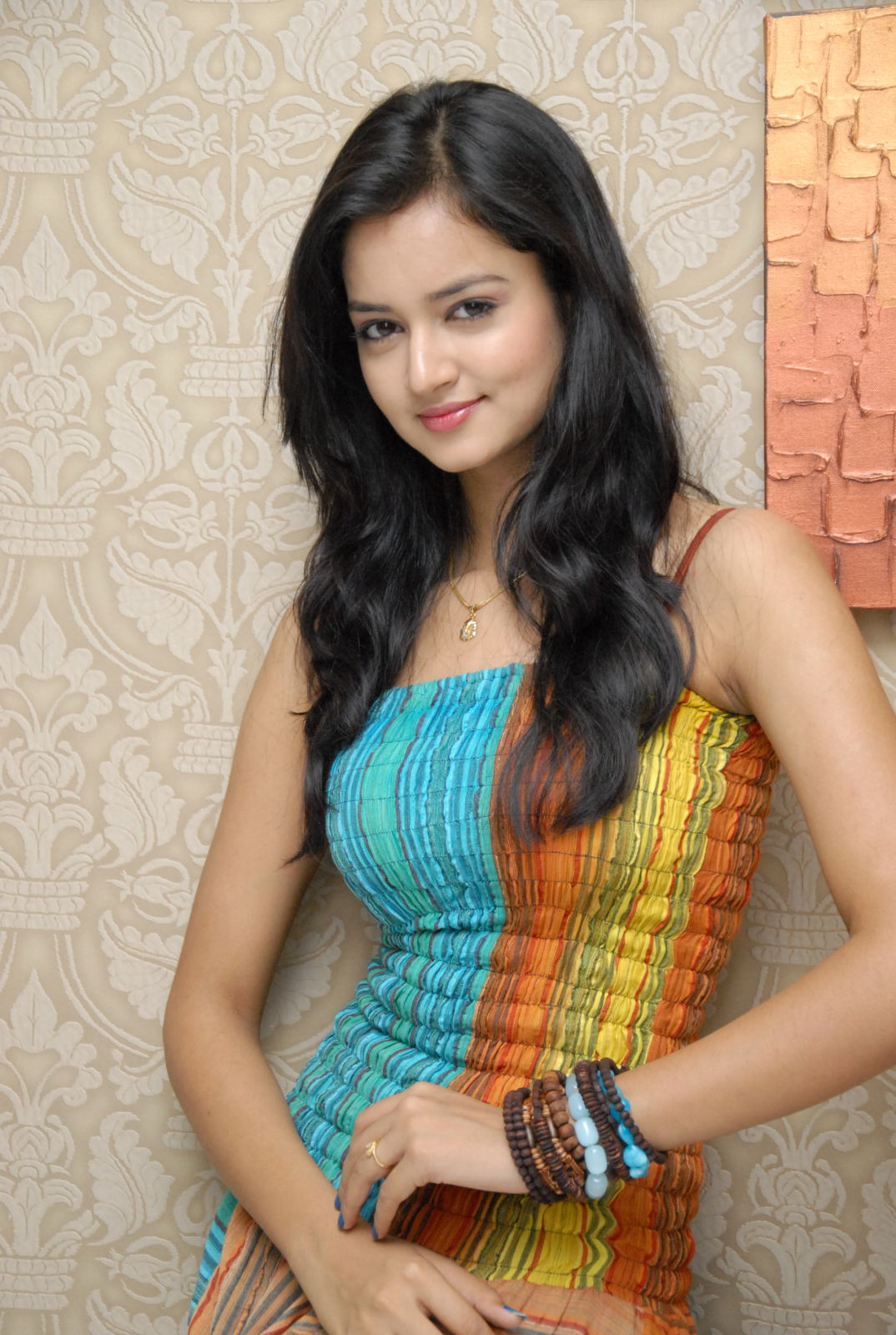 ...http://cutefunnystuff.blogspot.com/2012/06/cute-indian-actress-sanvi-beautiful.html.