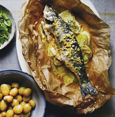 Fish cooked in a bag with pastis, fennel and mandarin