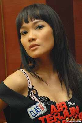 Foto Topless jenny CORTEZ Bintang Air Terjun Pengantin