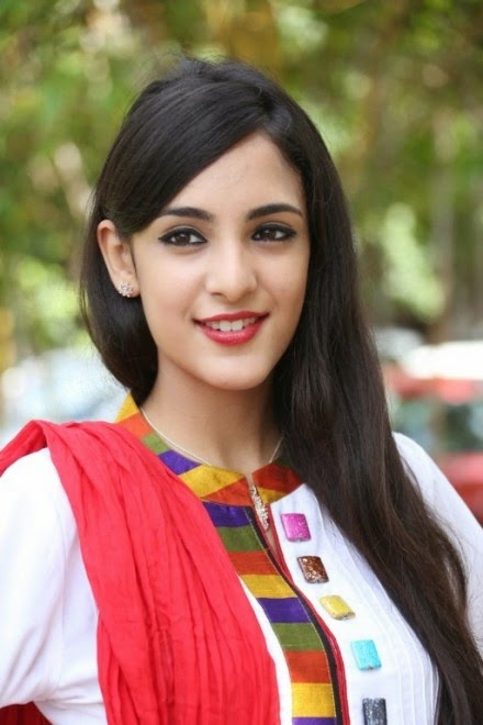 Kanika Kapoor Latest Stills | HQ Pics n Galleries