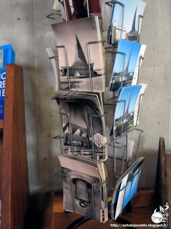 Grisy-Suisnes - Eglise Notre-Dame des Roses.  Architecte: Antoine Korady  Vitraux: Jacques Loire  Construction: 1964 - 1966  Calka - Maurice Levasseur - Louis Leygue