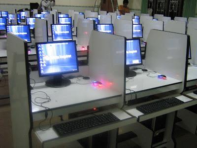 Meja Siswa Sistim Ful Komputer - laboratorium bahasa multimedia