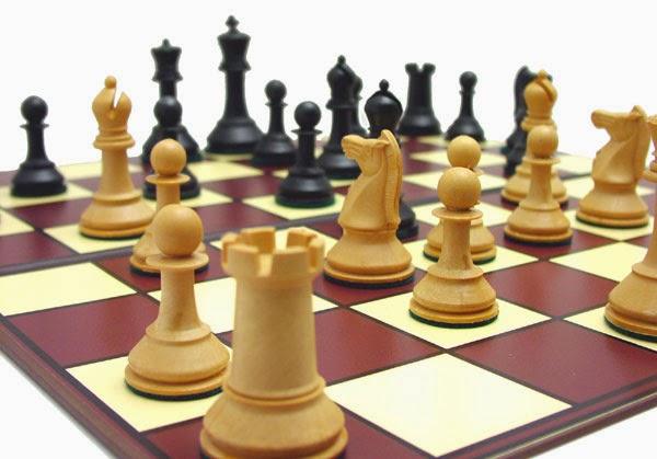 Tablero y piezas ajedrez