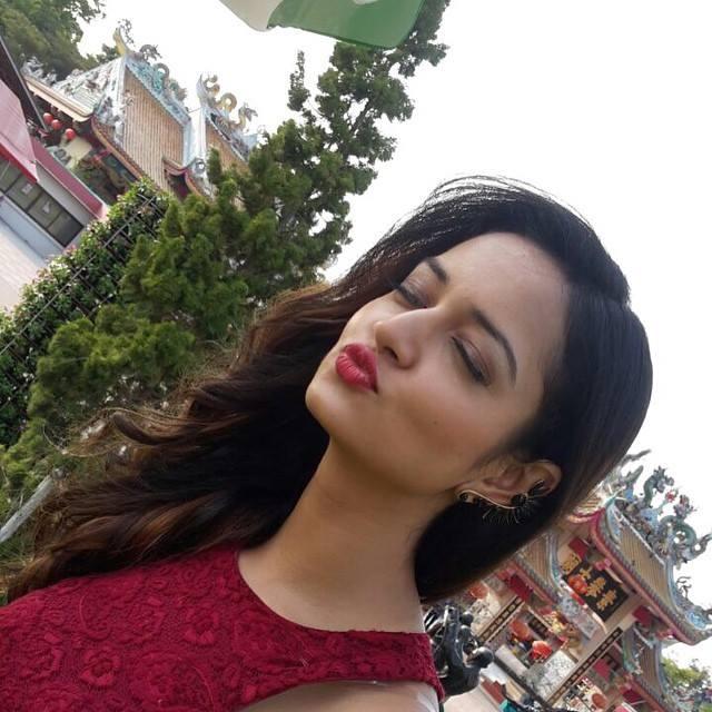 Shwetha Srivatsav Actress photos in Kiragoorina Gayyaligalu  Kannada film