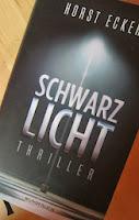 http://sarahsbuecherwelt.blogspot.com/2013/11/rezension-zu-schwarzlicht-von-horst.html